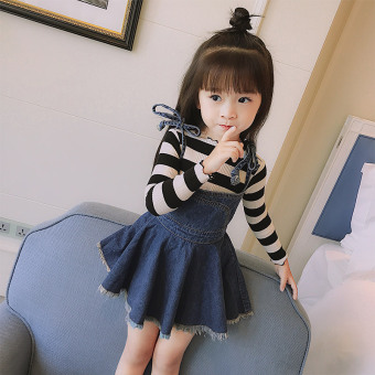 Korean-style small girl's sets of autumn striped long-sleeved t-shirt (Black and white striped Top + blue dress)