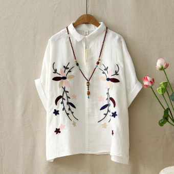 Loose literary Linen retro embroidered short-sleeved bat shirt (White)