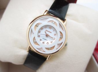 Five-leaf grass fashion student quartz waterproof girl's watch bracelet watch