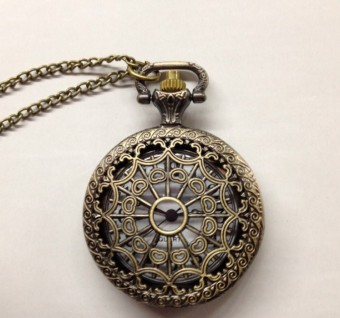 Korean-style porous medium spider pocket watch
