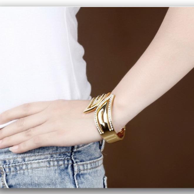 ₱751.27Richapex Europe Smooth Copper Shell Pearl Hyperbole Minimalist Openning Charm Bangle Bracelet - Intl