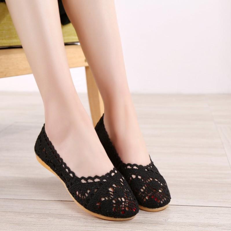 Mùa Xuân Và Mùa Hè Lao Beijing Giày Vải Giầy Nữ Ren Rỗng Đế Bằng Giày Thoáng Khí Nhiều Kiểu Phối Đồ Giày Tods Đế Mềm Giày Bà Bầu giá rẻ