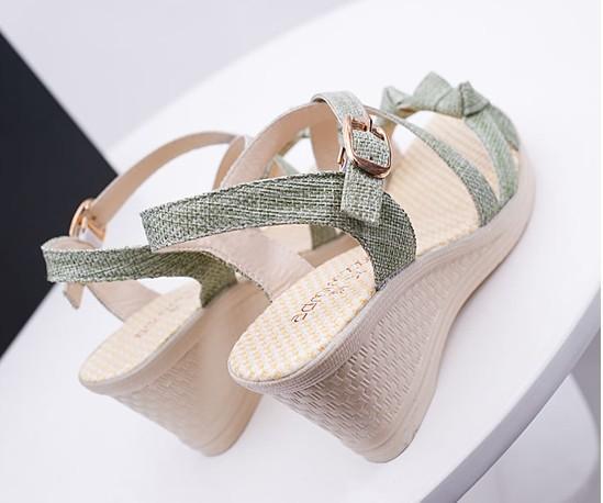 2016 musim panas baru lereng dengan womens sandal muffin platform tahan air wanita manis rekreasi sandal wedge grosir murah Beige