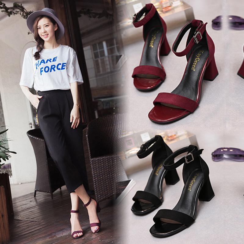 Sabuk kait horizontal Hak Tebal Sandal summer wanita peri angin 2019 model baru musim panas hak sedang setiap malam Sepatu netral merah Sepatu Hak Tinggi