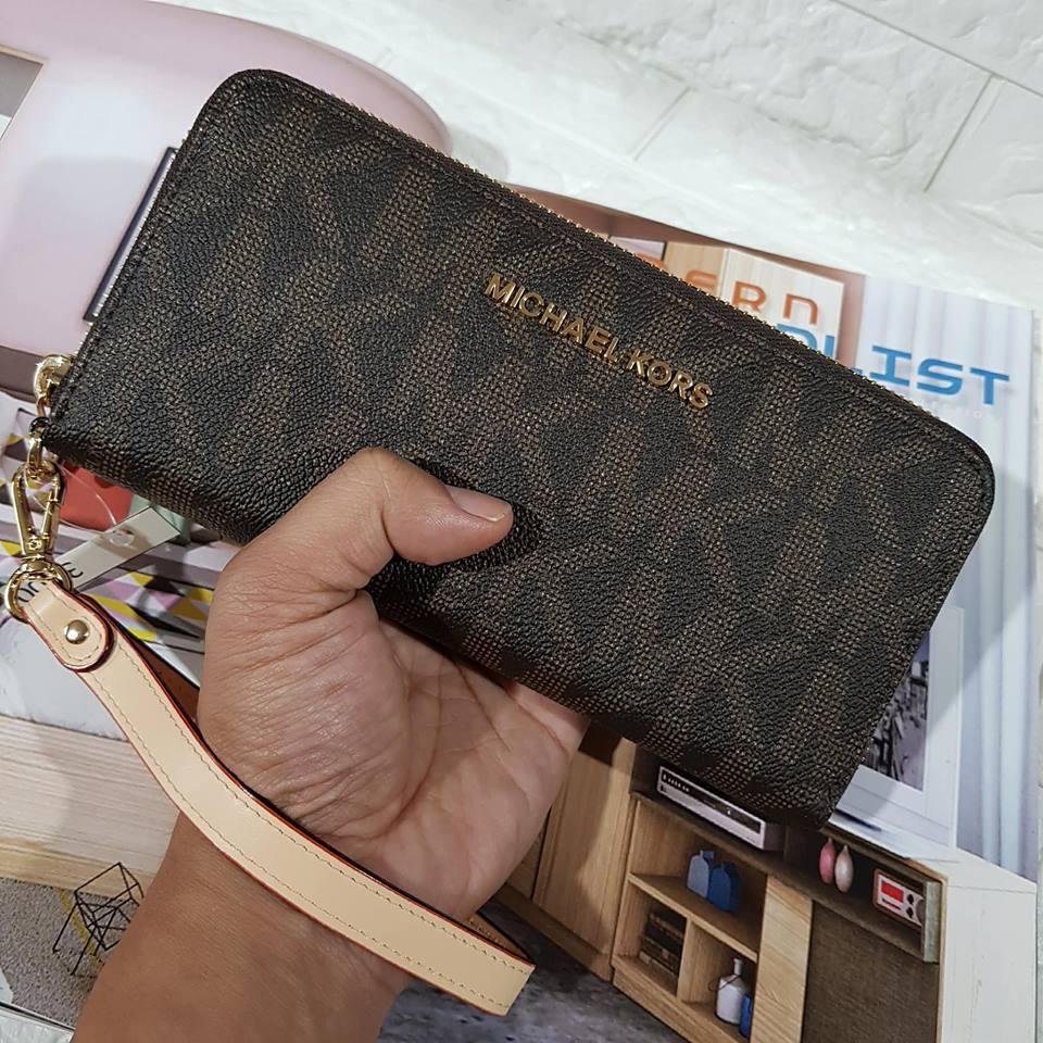 7441093f0 Wallet - Black Michael Kors Jet Set Travel Tech Continental Wallet Wristlet