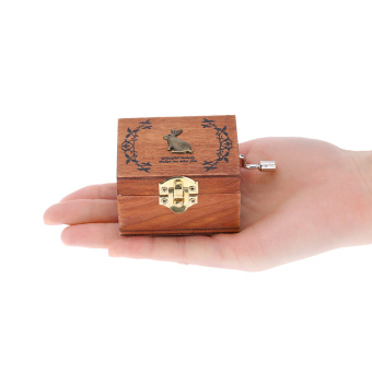 Retro Wooden Musical Box Hand Crank Music Box Exquisite Workmanship4 Patterns for Option