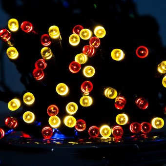 40Ft 12M Lighting Chain 100 LED Outdoor String Light Solar Powered Waterproof Starry Fairy Lighting New Year's Christmas Decoration Flashing Lights for Patio Gardens House Yard (Multicolor)