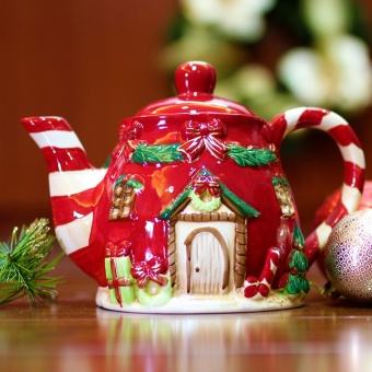 Merry & Bright Collectible House Christmas Teapot (Red)