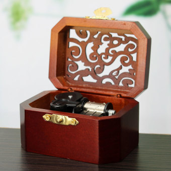 CLASSIC OCTAGON WOOD WIND UP MUSIC BOX:CASTLE IN THE SKY - 5