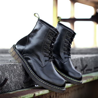 British elevator tooling retro short boots Dr. Martens (Black)