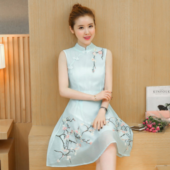Chinese-style retro embroidered cheongsam collar plate buttons waist hugging vest dress (Light blue)