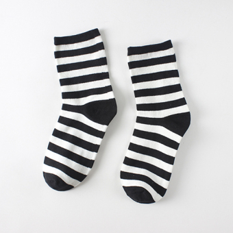 Couple's black and white spring and summer three striped tube socks (Striped Section)