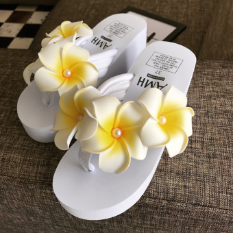 Female Summer flat sandals slippers (Slanted heel and white three egg flower)
