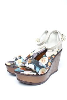 Ohrelle Kiwi Floral Ankle-Strap Wedge Sandals (Beige) Price Philippines