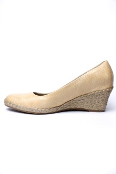 Harga Ohrelle Cleo Closed Esapdrille Wedge (Beige)