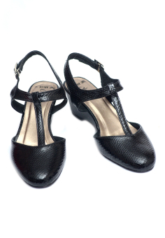 Harga Ohrelle Angie Closed Wedge Sandals (Black)