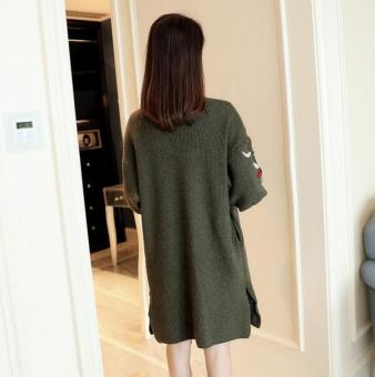 JOY Korean version of the long section of loose embroidery cardigansweater lantern sleeve slit pocket (Green) - 3
