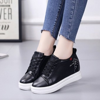 Korean-style Women's Round Head Hidden Elevator Athletic Shoes (Black)