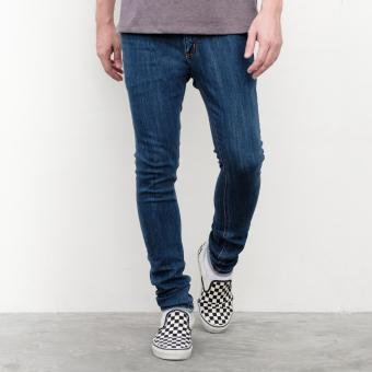 LOYAL Slim 5-Pocket Jeans