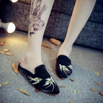 Veowalk Swallows Embroidered Women Pointed Toe Flat Slides SlippersFabric Summer Fashion Ladies Casual Slip-on Shoes Black - intl