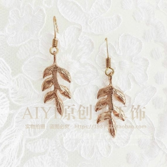 COS European and American gold leaf earrings