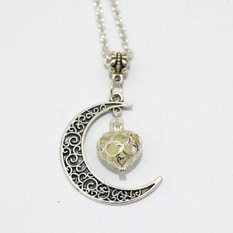 High Quality Store New Crescent Moon Heart Glow in the DarkNecklace Charming Jewelry Luminous Chain Green - intl - 3