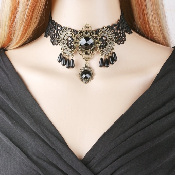 Queen Japan and South Korea black lace choker