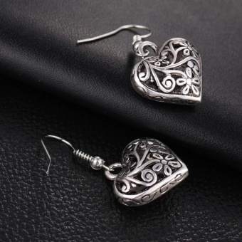 Retro Hollow Carved Heart Shape Silver Earring Vintage Lady EarStud Women Carving Design Jewelry Gift Accessories 1 Pair - intl - 3
