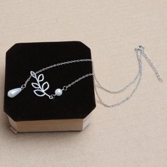 Women Lady Fashion Retro Pendant Leaves Short Silver Plated PearlNecklaces Gift - intl
